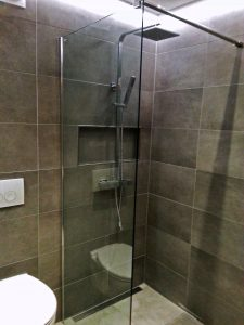Verbouwing badkamer - royale inloopdouche en speciale verlichting ...