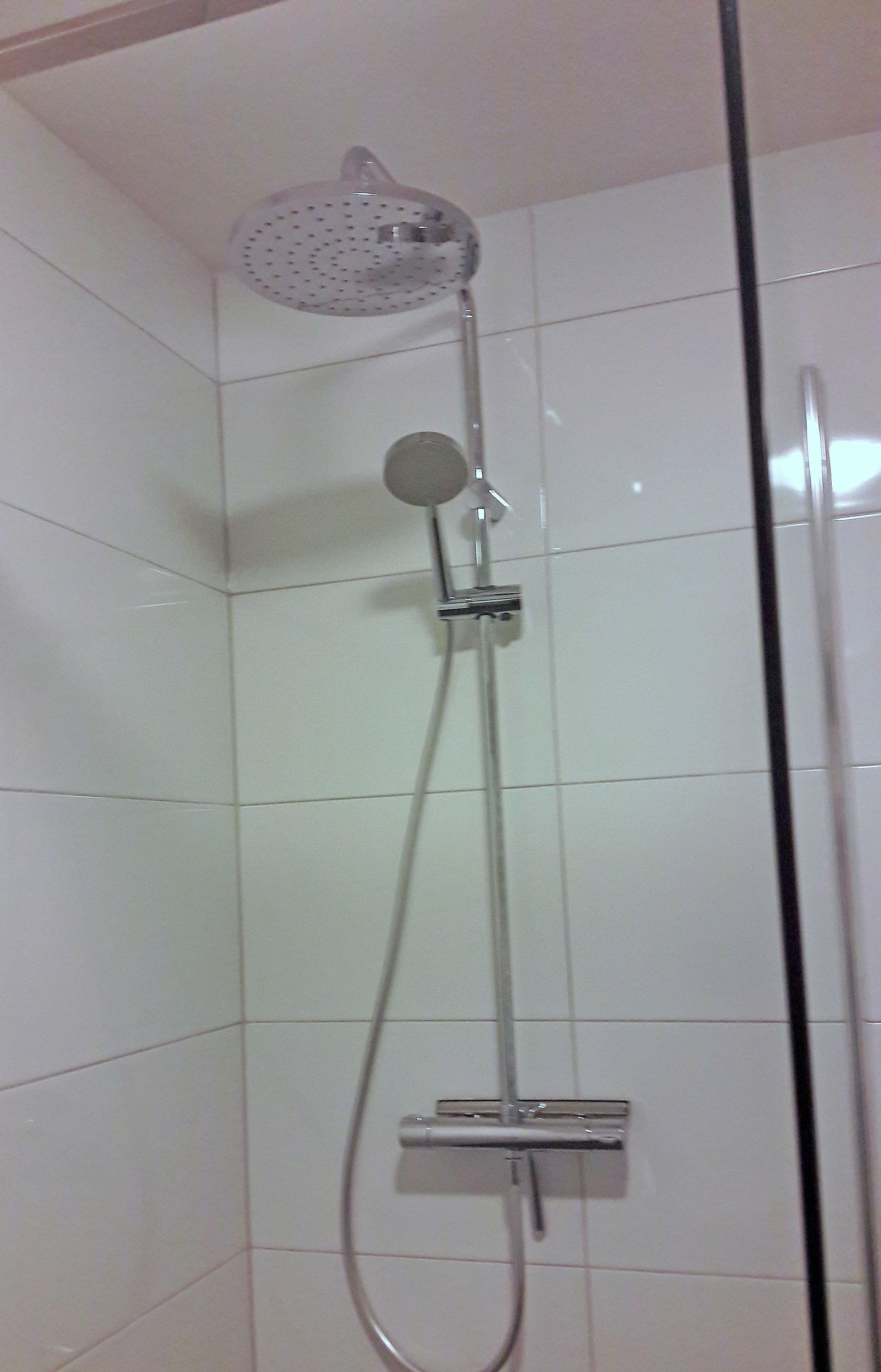 Renovatie badkamer - helder wit - BeterBert klusbedrijf